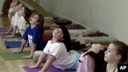 Dengan berlatih yoga anak-anak diharapkan bisa berperilaku baik (Foto: dok)