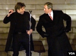 Ricky Martin y el presidente electo George W. Bush. Washington, enero 18, 2001