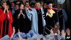 """El presidente de Estados Unidos, Barack Obama, al recibir la """"Medalla de la Distinción"""" en Barnard, en la Universidad femenina de Columbia."""