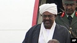 Le président soudanais Omar el-Béchir à son arrivée à Pékin