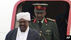 Le président soudanais Omar el-Béchir à son arrivée à Pékin, 28 juin 2011.