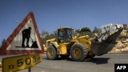 Робітники готуються до будівництва на Західному березі.