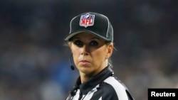 Sarah Thomas se convirtió en la primera mujer árbitro en firmar un contrato de tiempo completo con la NFL.
