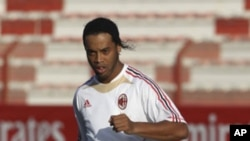 AC Milan's Ronaldinho attends a soccer training session at Rashid stadium in Dubai 28 Dec 2010