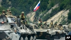 რუსეთის მძიმე სამხედრო ტექნიკა საქართველოსკენ გადაადგილდება, არდონის ხეობა, 2008 წლის 9 აგვისტო.