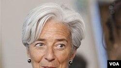 Menteri Keuangan Perancis Christine Lagarde berbicara kepada wartawan di Godollo, Hungaria (9/4).