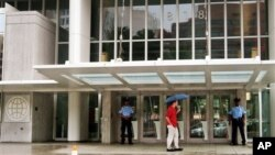 Pintu masuk kantor pusat Bank Dunia di Washington, DC.