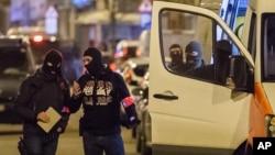 La policía belga investiga un área donde el presunto terrorista Mohamed Abrini fue arrestado la semana pasada.