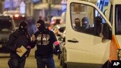 Polisi wanalichunguza eneo ambalo mshukiwa wa ugaidi Mohammed Abrini alikamatwa mjini Brussels.