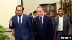 伊拉克国防部长奥巴迪(中)