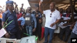 Perezida John Dramani Mahama yatanzwe n'umugambwe National Democratic Congress uri k'ubutegetsi, aho yari gutora
