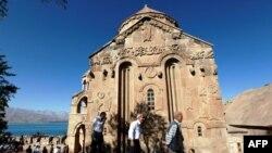 Աղթամարի Սուրբ Խաչ եկեղեցում պատարագ է մատուցվել