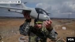 一個烏克蘭的志願無人機隊,他們運用自製無人機到叛軍控制的頓涅茨克地區進行偵查。