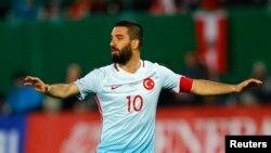 Le joueur de l'équipe turcque, Arda Turan, dans le stade de Vienne en Autriche le 29 mars 2016.