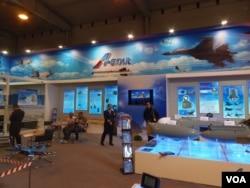 俄羅斯不滿中國電子器部件大幅漲價。去年8月莫斯科航展上的一家中國企業。(美國之音白樺攝)