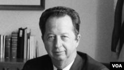 VOA Director Kenneth R. Giddens (1968-1977)