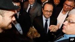 Presiden Perancis Francois Hollande di pameran pertanian, Sabtu, 27 Februari 2016.