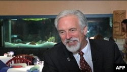 """Majk Anderson, vlasnik karipskog restorana """"Majkov mango"""" objašnjava kako se promene poreza negativno odražavaju na poslovanje malih firmi"""