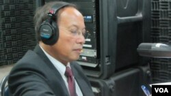 Government spokesman Phay Siphan in VOA studio, Phnom Penh, Cambodia, for Hello VOA program.