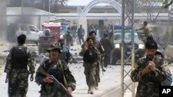 襲擊發生後大批阿富汗士兵趕往現場