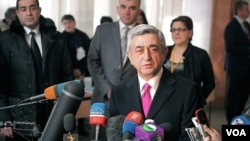 Armenia's President Serzh Sargsyan talks to reporters after casting ballot (Vera Undritz for VOA
