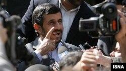 محمود احمدی نژاد از سوی حامیان سابق خود به کارشکنی در روند انتخابات آینده متهم شده است