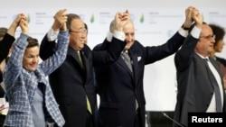 """El acuerdo de París, que cuenta con 11 páginas y una """"decisión"""" que se desarrolla en otras 20, es considerado por los ecologistas un """"hito histórico para la humanidad""""."""