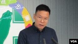 台灣太陽花學運領袖林飛帆2019年7月15日在民進黨中央記者會發表談話資料照。 (美國之音張永泰拍攝)