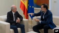 前加拉加斯市长雷泽马与西班牙首相拉霍伊会谈。(2017年11月18日)