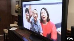 709 律師李和平和兩位709太太通過Skype向大家致意資料照。