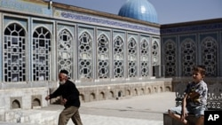 Dušanbe, Tadžikistan: nedavno usvojen zakon zabranjuje tinejdžerima da posjećuju džamije