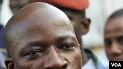 Menteri Pemuda Pantai Gading Charles Ble Goude melontarkan ancaman kepada Alassane Ouattara, presiden terpilih yang diakui dunia internasional.