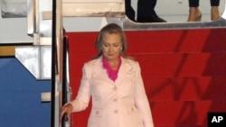 美國國務卿希拉里•克林頓星期一到達印尼雅加達的機場