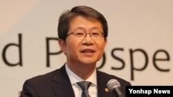 류길재 한국 통일부 장관이 25일 서울에서 열린 '2014 한반도 국제포럼'에서 기조연설을 하고 있다.
