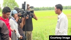 """Kim Sothea Thangdy (Amy) and her film crew shoot an interview for a TV reality show called """"My Place,"""" (Season 2) in Prey Veng province, Cambodia. (Courtesy of PNN)"""