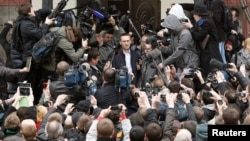 Russian opposition leader and anti-graft blogger Alexei Navalny addressing media after court hearing, Kirov, April 17, 2013.