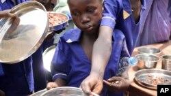 Podela hrane gladnima u Južnom Sudanu