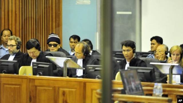 """""""Brother Number Two"""" Nuon Chea (4th L) and former Khmer Rouge foreign minister Ieng Sary (2nd R) sit at the Extraordinary Chambers in the Courts of Cambodia (ECCC) on the outskirts of Phnom Penh , file photo."""