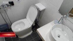 Nhà vệ sinh biến phân thành… tiền