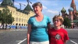 Rus uşaqlar amerikalı valideynləri ilə Rusiyaya səfər edib