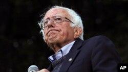 Kandidat za predsedničku nominaciju Demokratske stranke Berni Sanders tokom govora na koledžu Dartmaut, u Hanoveru, u Nju Hempširu