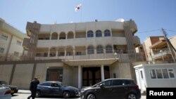 Kedutaan Besar Korea Selatan di Tripoli yang menghadapi serangan pria-pria bersenjata Senin (12/4).