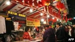 香港市民光顾年宵市场支联会摊位