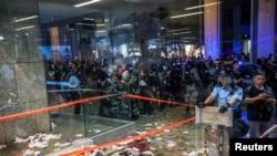 香港星期天爆發流血衝突的現場。法新社