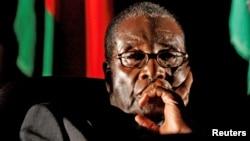 Bivši predsednik Zimbavea Robert Mugabe (arhivska fotografija)
