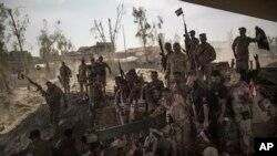 Irački vojnici slave pobedu u oslobodjenom Mosulu