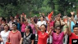 北京景山公園裡的紅歌團隊 美國之音張楠