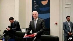 Menlu Inggris William Hague saat menghadiri pertemuan informal para Menlu Uni Eropa di Zappeion Hall, Athena, Yunani (4/4).