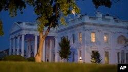 """Un sondeo de Reuters/Ipsos realizado entre el 14 y el 18 de mayo indica que un 38 por ciento de adultos aprueba al Presidente y un 56% lo desaprueba. El restante 6 por ciento """"está indeciso""""."""