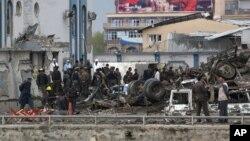 مقامات پلیس کابل می گویند بیش از ۳۰۰ نفر در حمله طالبان مجروح شده اند.